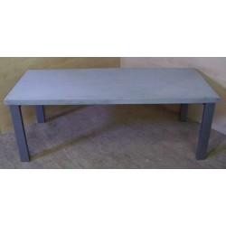 Nowy duży betonowy stół...