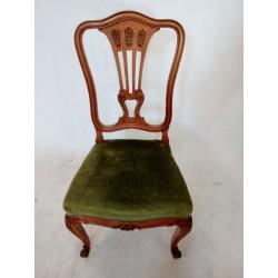 Piękne rzeźbione krzesła...