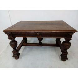 Barokowy stół dębowy.
