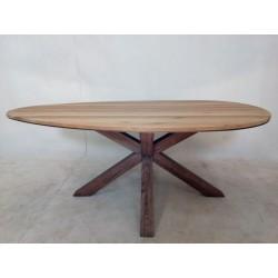 Nietypowy, drewniany stół...