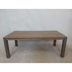 Duży, nowoczesny stół...