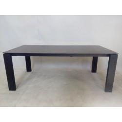 Duży, elegancki stół...