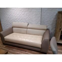 Wygodna sofa z regulowanymi...