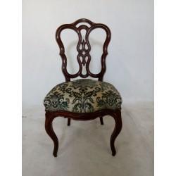Ażurowe krzesło ludwikowskie.