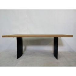 Duży, nowoczesny stół na...