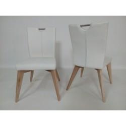 Eleganckie białe krzesła na...
