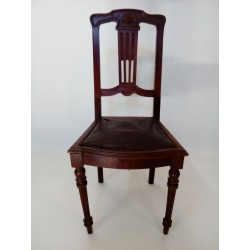 Brązowe krzesła secesyjne