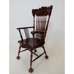 Pięknie rzeźbiony fotel...