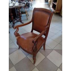 Elegancki fotel...