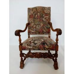 Piękny, rzeźbiony fotel