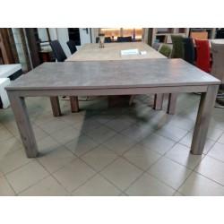 Duży, rozkładany stół...
